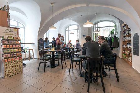 Mittagsgäste im Bistro Grüne Ecke