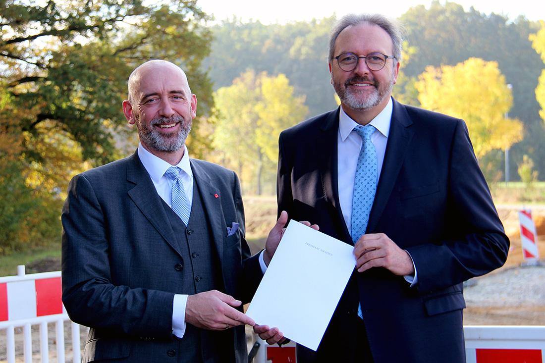 Alexander Ahrens (l) und Staatssekretär Stefan Brangs (r