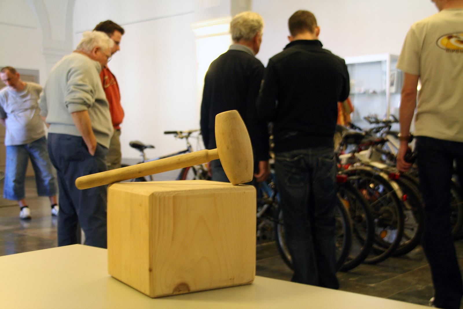 Hammer – Zum Ersten, zum Zweiten, zum Dritten
