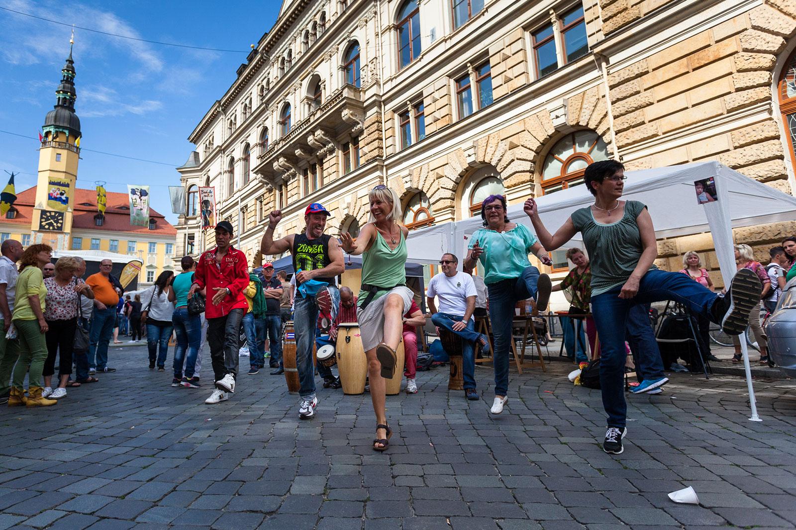 Bautzener Frühlingsimpression - Tänzer in der Inneren Lauenstraße